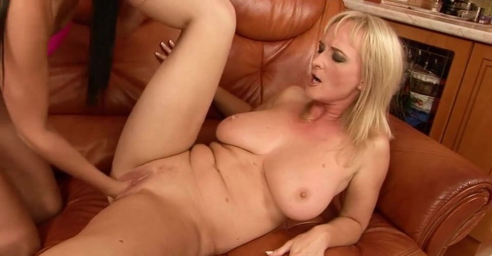 Nude Pix HQ Domina facefuck shemale lingerie