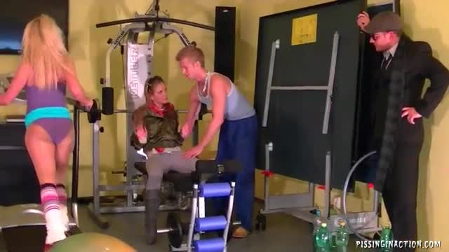 Gym model solo lesbo