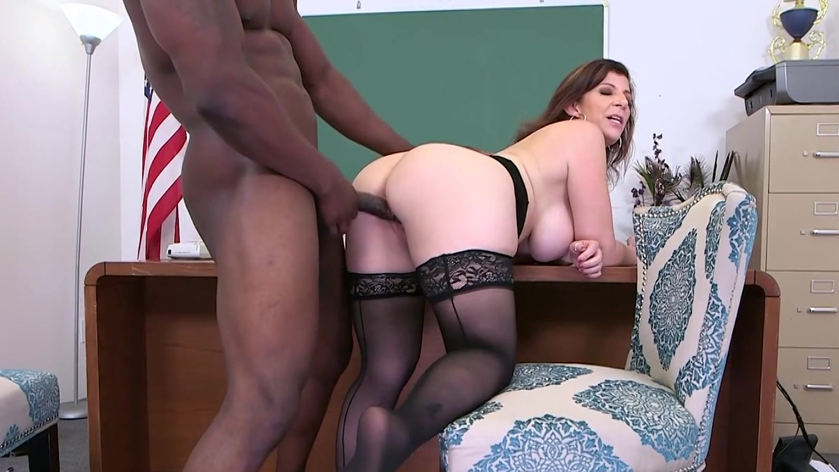 xxx pics First time brunette pantyhose solo
