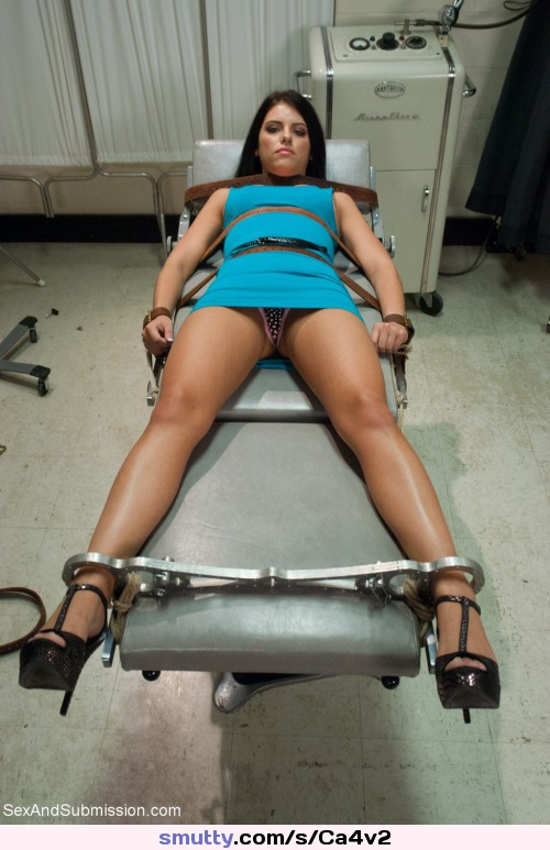 Gym solo outdoor brunette