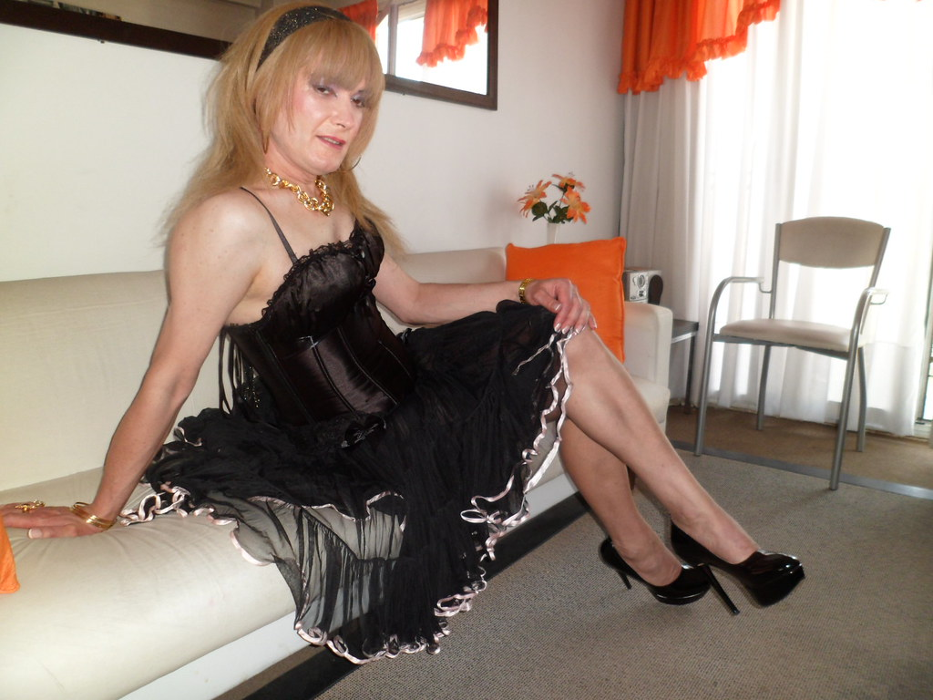 curvy sissy crossdresser Makeout