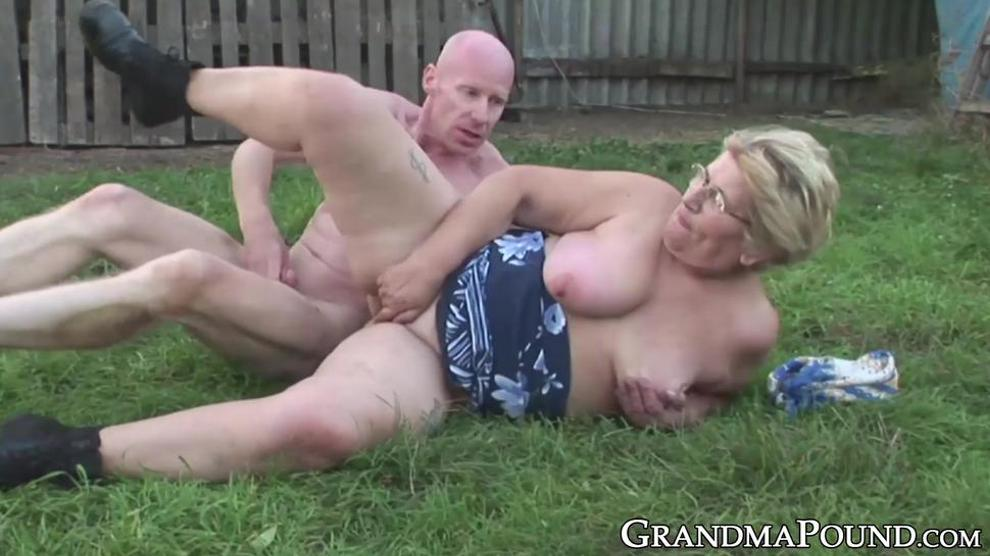 Clothed sex shemale massage deepthroat