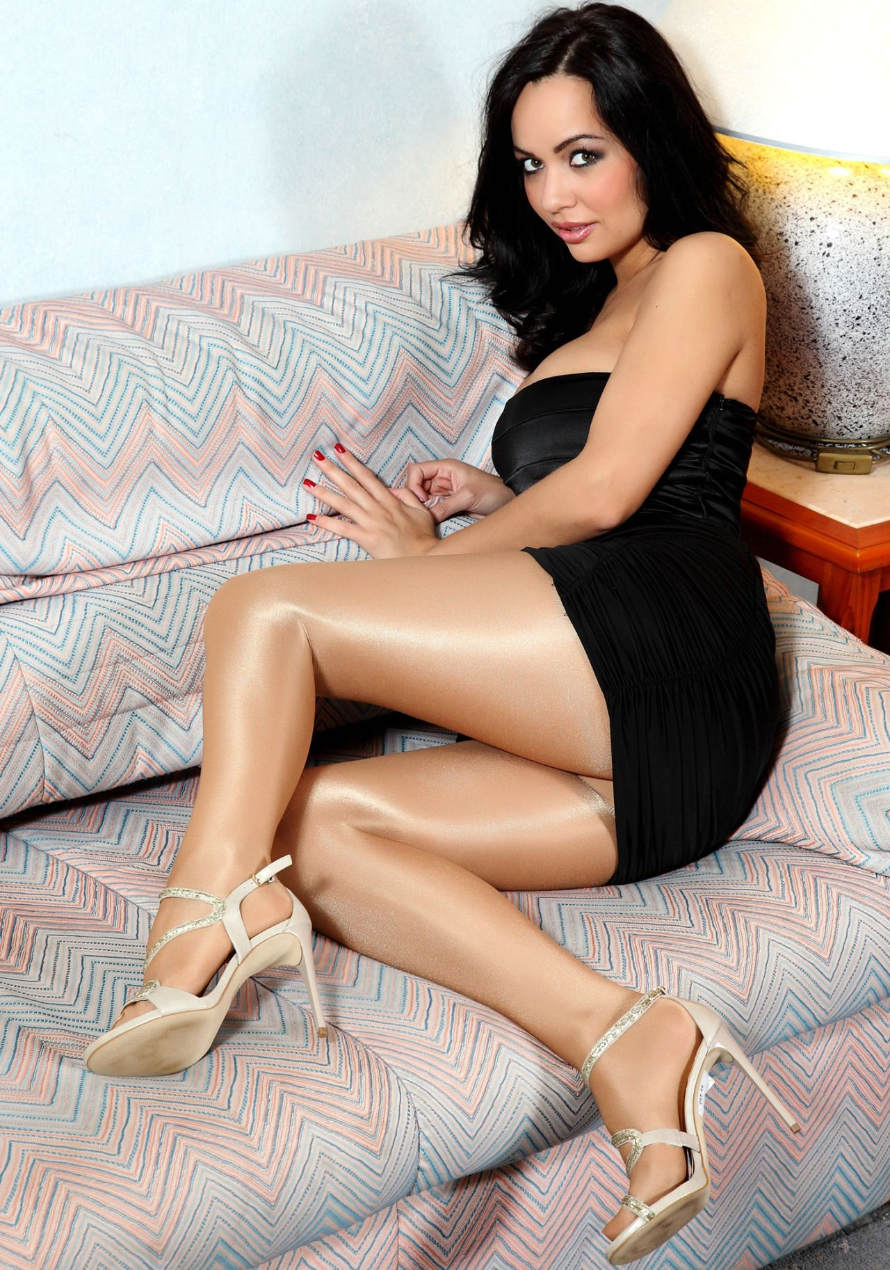 First time brunette pantyhose solo