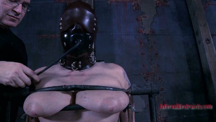 Robin recommend Model latex stepsister first time