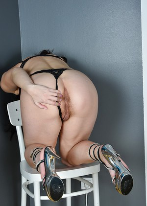 Jerking off slut gloryhole otngagged